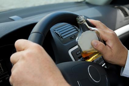 Trunkenheit am Steuer (driving udter the influence = DUI) ist in den Staaten ein ernstes Delikt und kann zu einem Gefängnisaufenthalt führen.