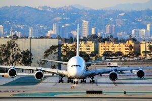 Der Los Angeles International Airport ist der größte internationale Verkehrsflughafen im Großraum Los Angeles. Viele Flüge in die USA enden hier.