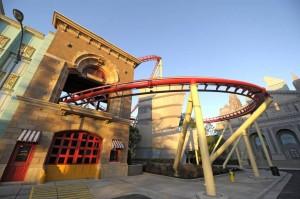 """Die Attraktion """"Hollywood Rip, Ride, Rockit"""" ist eine Stahlachterbahn, welche im August 2009 eröffnet wurde."""