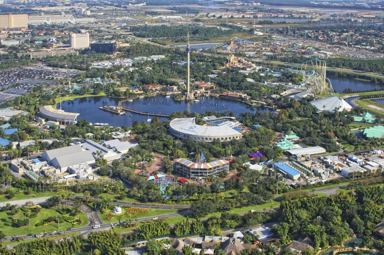 SeaWorld in Orlando ist ein Meeres-Themenpark und eine Mischung aus Delfinarium und Vergnügungspark.