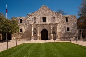 Das Alamo ist eine zum Fort ausgebaute ehemalige Missionsstation in der Stadt San Antonio. Bekannt wurde es durch die Schlacht von Alamo des texanischen Unabhängigkeitskrieges.