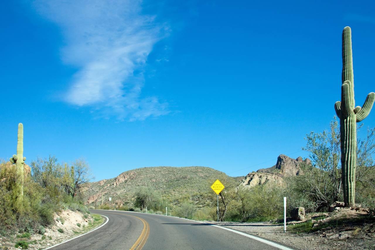 Die Apache Trail Historic Road, auch AZ 88 genannt, östlich von Phoenix rühmt sich großer historischer, kultureller und landschaftlicher Bedeutung.