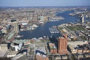 Baltimore mit seinen umfangreichen Hafen- und Industrieanlagen.