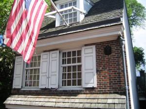 Betsy Ross soll die erste Flagge der USA genäht haben.