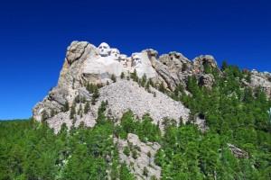 Das Mount Rushmore National Memorial erreichte vor kurzem die 3 Millionen Besucher. Dargestellt sind von links nach rechts die Präsidenten George Washington (1. US-Präsident), Thomas Jefferson (3.), Theodore Roosevelt (26.) und Abraham Lincoln (16.).
