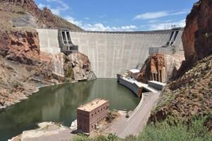 Der Theodore Roosevelt Dam ist der höchste, gemauerte Staudamm der Erde.