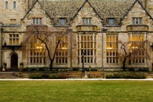 Die Yale University verfügt über mehr als zwei Dutzend Bibliotheken mit über 12,5 Millionen Büchern.