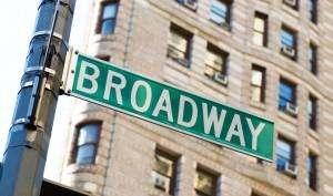 Der Broadway ist eine Hauptstraße im New Yorker Stadtteil Manhattan und mit mehr als 25 km Länge die längste Nord-Süd-Durchquerung der Insel.