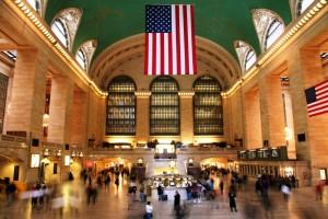 Das Grand Central Terminal (umgangssprachlich oft Grand Central Station genannt) ist der größte Bahnhof der Welt bzgl. der Gleisanzahl – er verfügt über 44 Bahnsteige, an denen 67 Gleise enden.