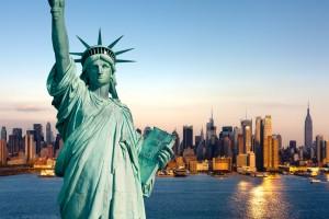 Die Freiheitsstatue, das Wahrzeichen der Stadt New York City, steht auf Liberty Island im New Yorker Hafen und wurde am 28. Oktober 1886 eingeweiht.