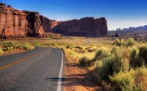 Unendliche Weiten in der wüstenähnlichen Region locken jährlich viele Besucher in den Arches Nationalpark.