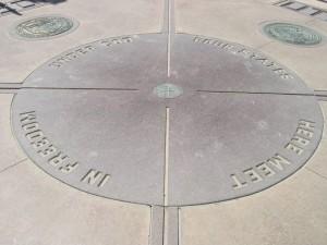 Am Four Corners Monument treffen die Staaten Utah, Colorado, New Mexico und Arizona aufeinander.