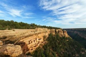 Das Cliff Palace befindet sich innerhalb des Mesa-Verde-Nationalparks und ist eine von 600 Felsbehausungen.