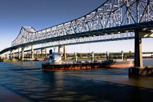 Die idyllische Mississippi River Bridge in New Orleans ist eine vieler Sehenswürdigkeiten des US-Bundesstaates Louisiana.