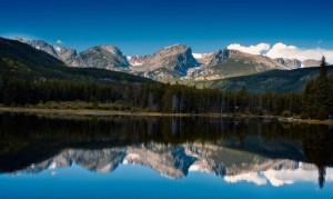 Der Rocky Mountain Nationalpark bietet einen faszinierenden Blick auf den Sprague Lake.