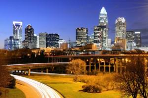Charlotte entwickelte sich in den letzten Jahren aufgrund der Lage an der zentral-südlichen Ostküste zu einem wichtigen Ort im Luftverkehr von und nach Europa.