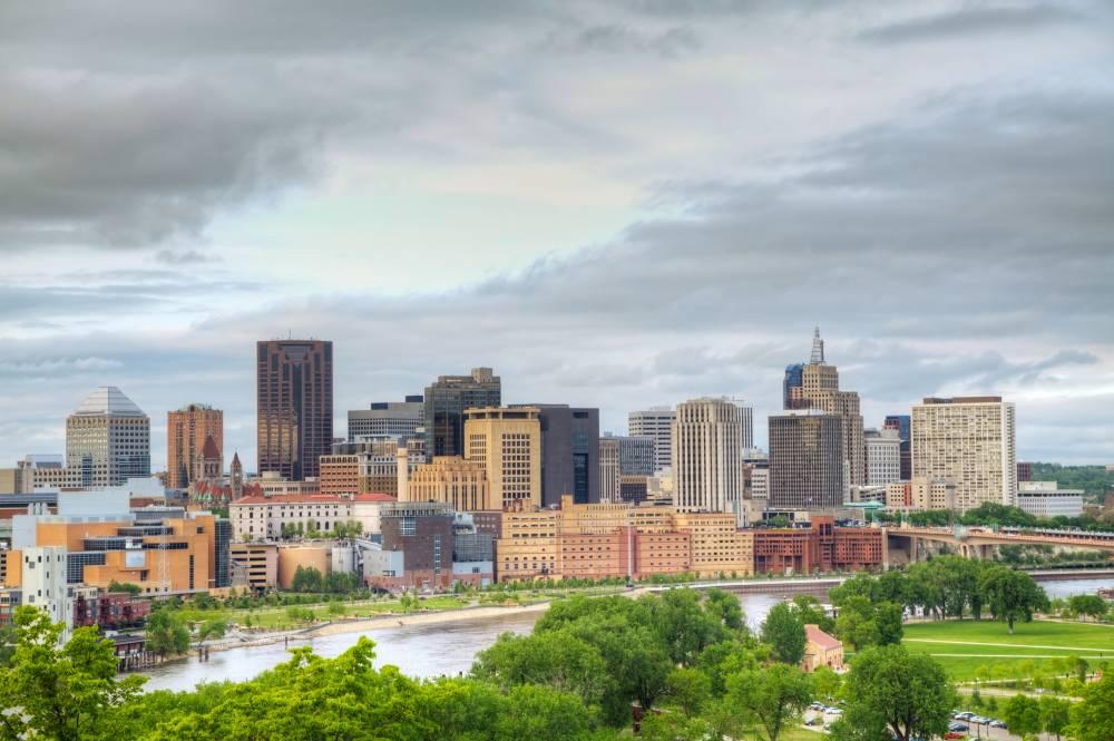 Saint Paul fasst mit 280.000 Einwohnern zwar 100.000 weniger als die größte Stadt Minnesotas, Minneapolis, ist aber die Hauptstadt des Bundesstaates.