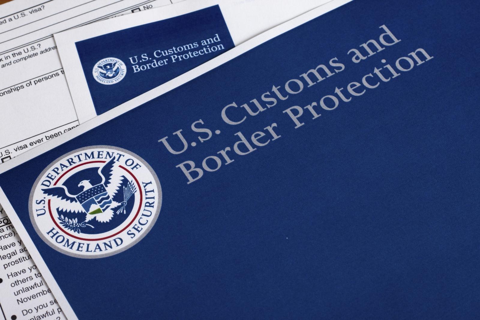 Umfangreiche und komplizierte Bestimmungen machen die USA-Einreise zur Farce. Manchmal kann es sinnvoll sein, sich dabei Unterstützung zu holen.
