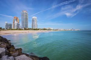Die Stadt Miami Beach feierte 2015 erst ihren hundertsten Geburtstag und ist ein Mekka für alle, die Sonne, Sand und eine entspannte Atmosphäre lieben.
