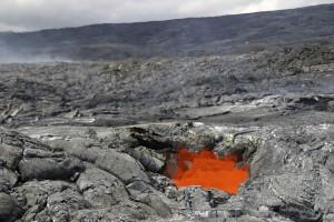 Auf seinen 1309 Quadratkilometern umfasst der Hawaiʻi-Volcanoes-Nationalpark viele ausgedehnte Lavafelder.