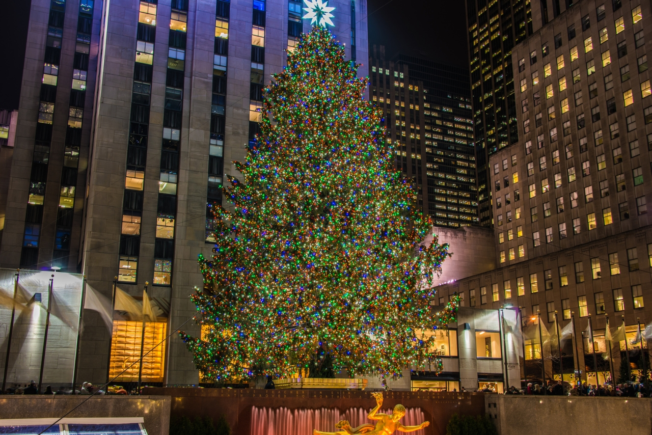 Auch der berühmte Weihnachtsbaum am New Yorker Rockefeller Center erlebte am Sonntag einen fast sommerlichen Dezembertag.