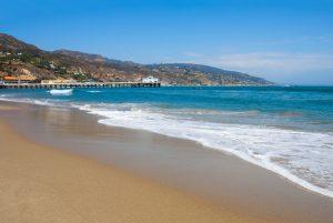 Der Malibu Surfrider Beach ist ein Paradies für Surfer, entwickelt aber auch für diejenigen Charme, welche nicht auf einem Surfbrett stehen.
