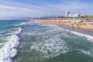 Drei Kilometer Länge und weißer Sand sind zwei der Top-Argumente des Santa Monica Beach.