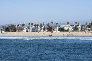 Aufgrund des milden Klimas ist der rund 4,5 Kilometer lange Venice Beach während des ganzen Jahres gut besucht.
