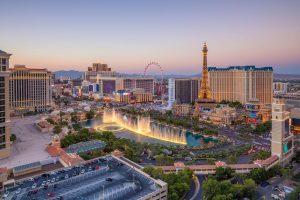 Aus der gesamten Welt reisen Casinofans und Touristen an, um Las Vegas und seine Casinos kennenzulernen.