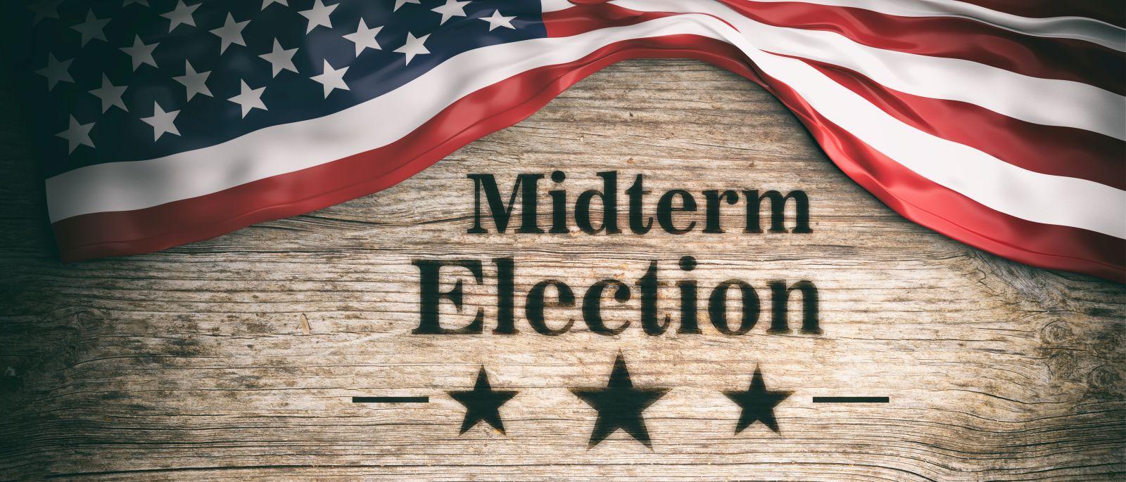 In den Vereinigten Staaten von Amerika finden alle zwei Jahre nach beziehungsweise vor einer Präsidentschaftswahl Zwischenwahlen statt. In diesem Jahr wird am Dienstag, 06. November 2018 gewählt. Doch was hat es damit eigentlich auf sich?