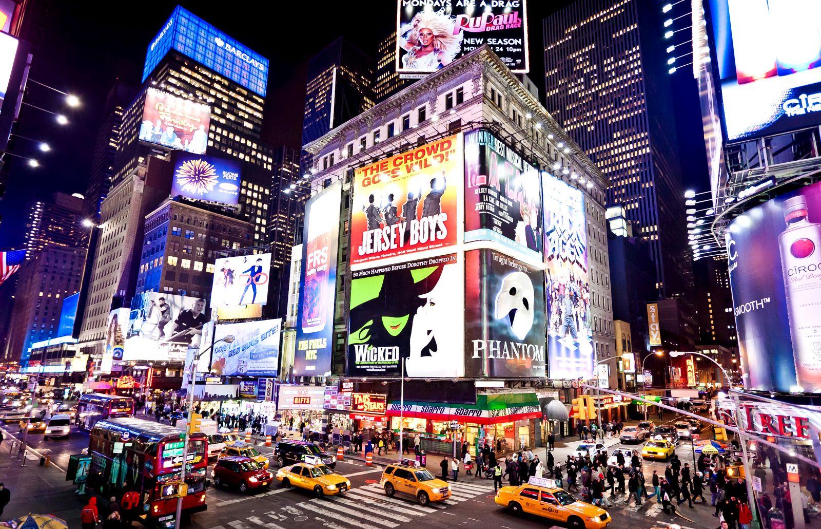 41 aktive Broadway-Theater gibt es in New York. Und in jedem davon warten Theaterstücke und Musicals mit hochkarätiger Besetzung darauf, entdeckt zu werden.