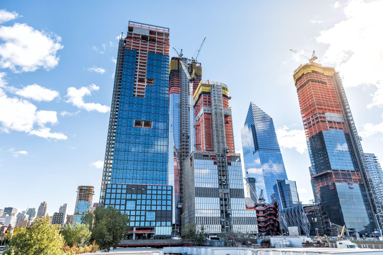 Seit dem 15. März hat New York ein neues Stadtviertel. Es ist ein Stadtviertel für die Reichen und Schönen mit teuren Luxuswohnungen und edlen Geschäften.