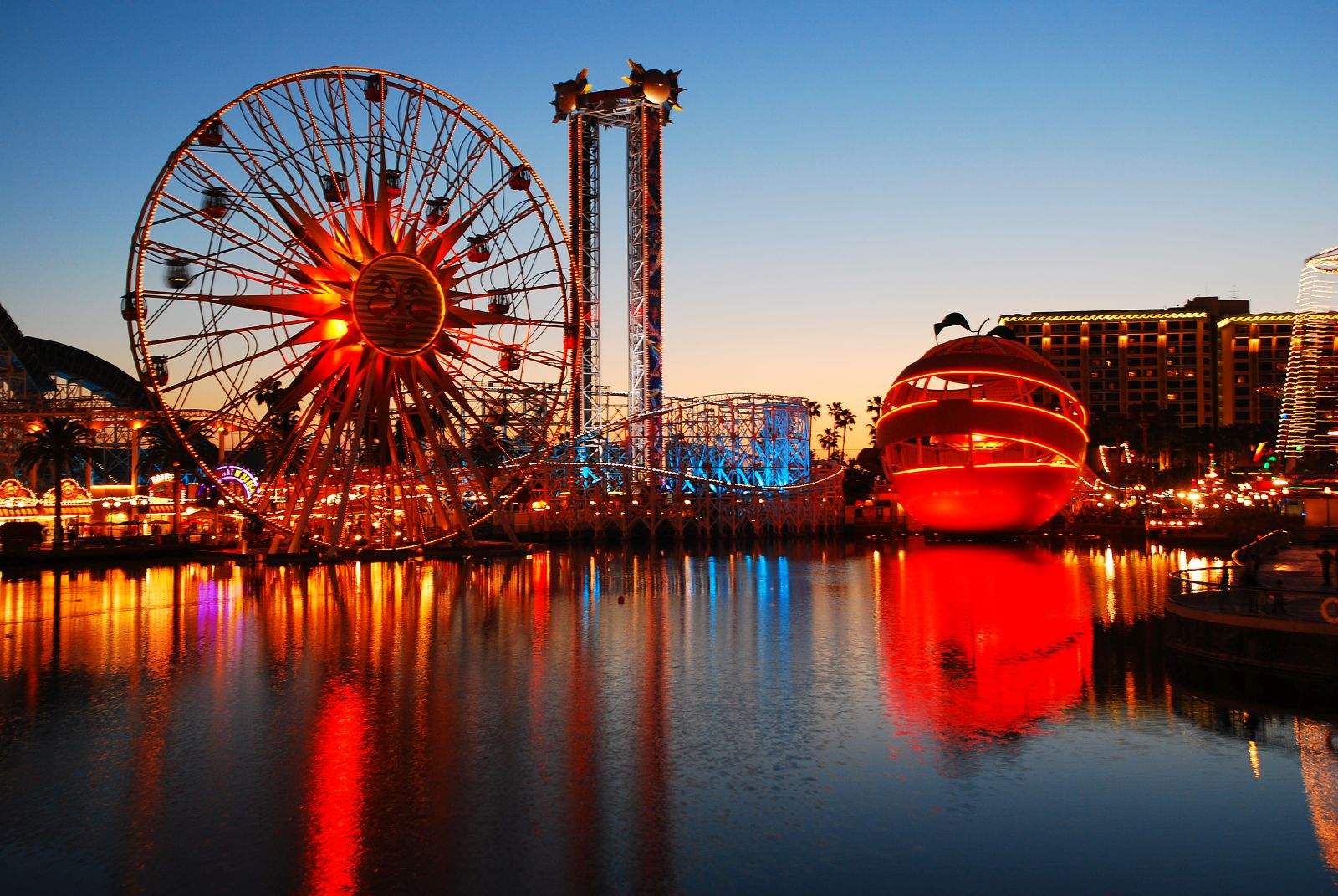 Ab sofort gelten in den Disney-Freizeitparks neue Regeln. Diese betreffen zum einen die Besitzer großer Kinderwägen und zum anderen die Raucher.