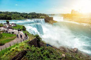 Die Niagarafälle sind Wasserfälle an der Grenze zwischen dem Bundesstaat New York und der kanadischen Provinz Ontario.