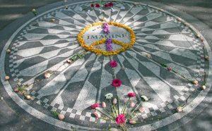Strawberry Fields ist eine Gedenkstätte im New Yorker Central Park.