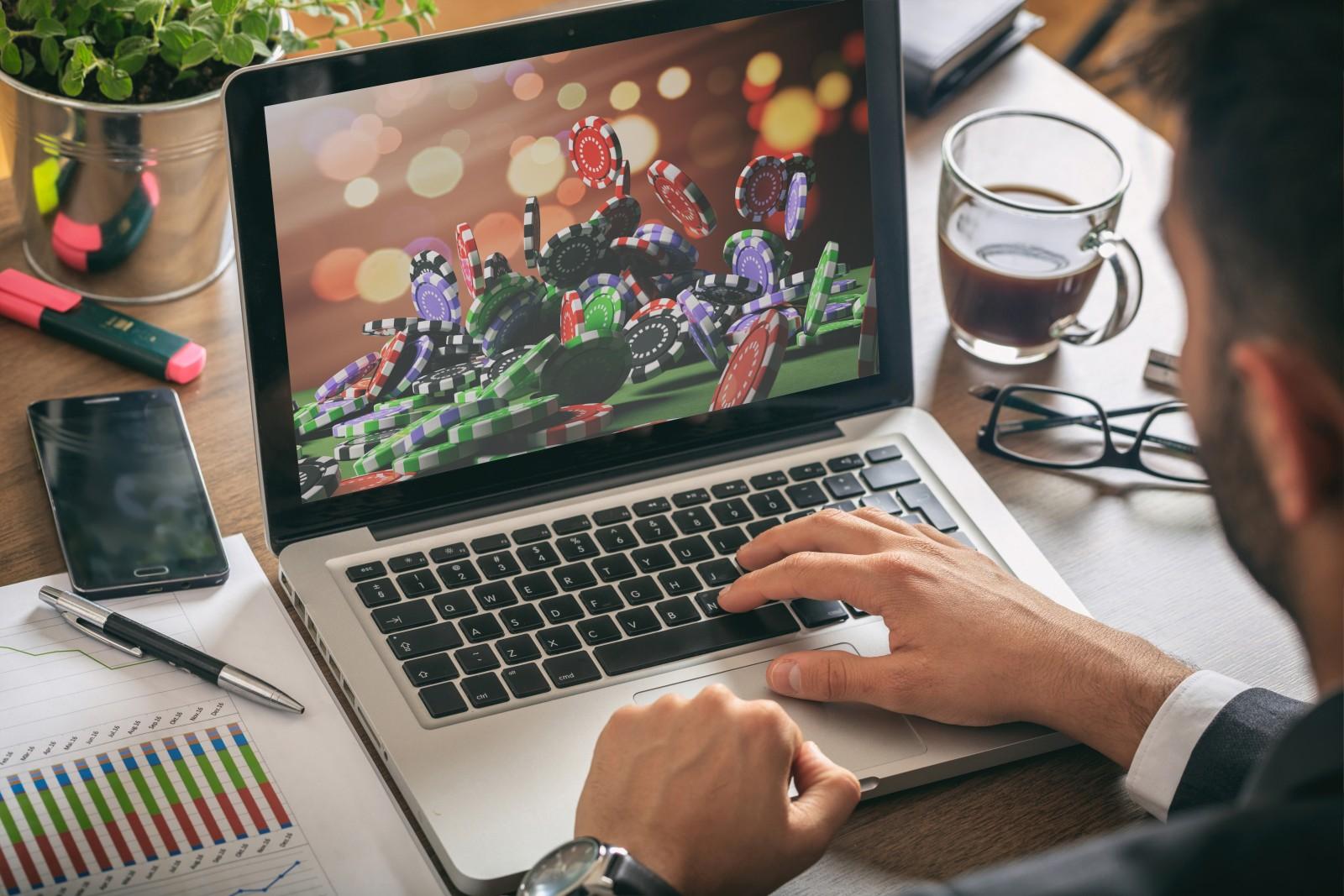 Pennsylvania hat vor einigen Monaten Online Casinos zugelassen – und jetzt auch im Bereich Online Poker nachgezogen. Der Launch des ersten Pokerrooms im US-Bundesstaat ist eine Kooperation von PokerStars und Mount Airy Casino.