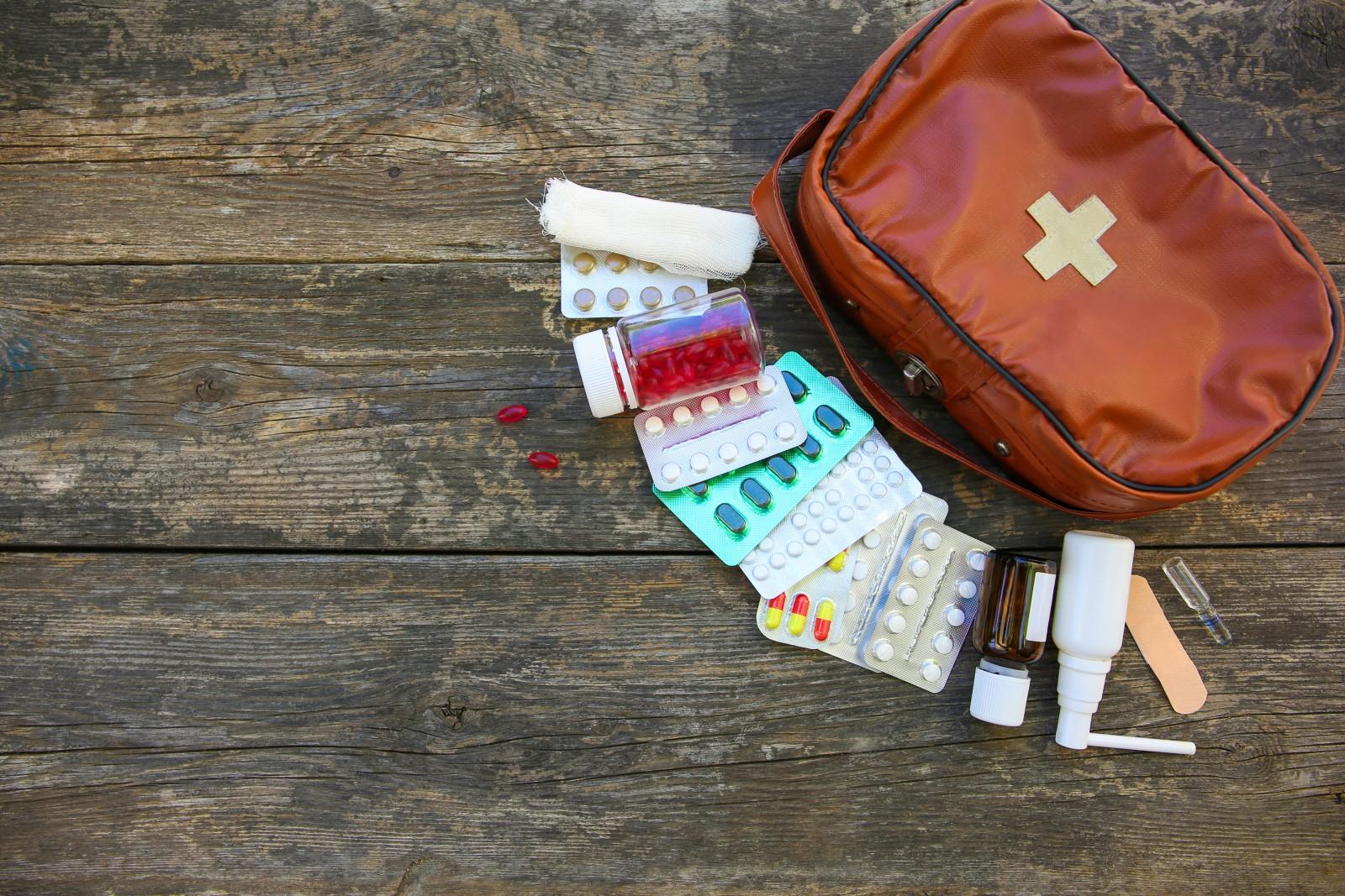 Neben Grundausstattung und individuellen Medikamenten sollte sich der Inhalt einer Reiseapotheke für die USA an Klimazone(n) und Gegebenheiten orientieren.