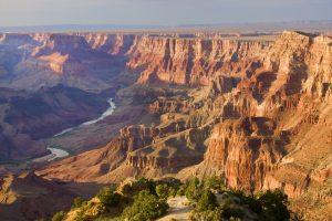 Der Grand Canyon ist eine ca. 450 Kilometer lange Schlucht.