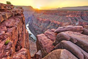 Der Grand Canyon wurde über mehrere Millionen Jahre vom Colorado River ins Gestein gegraben.