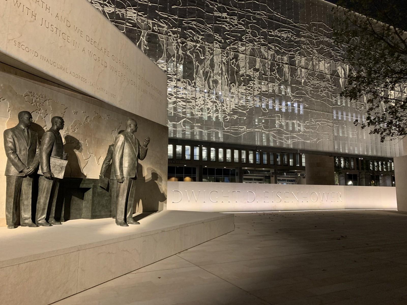 Das Dwight D. Eisenhower Memorial in Washington D.C. sollte bereits im Mai für die Öffentlichkeit zugänglich sein. Die Eröffnung verzögerte sich jedoch bis zum 17. September 2020. Foto: Twitter, Bob Barnard