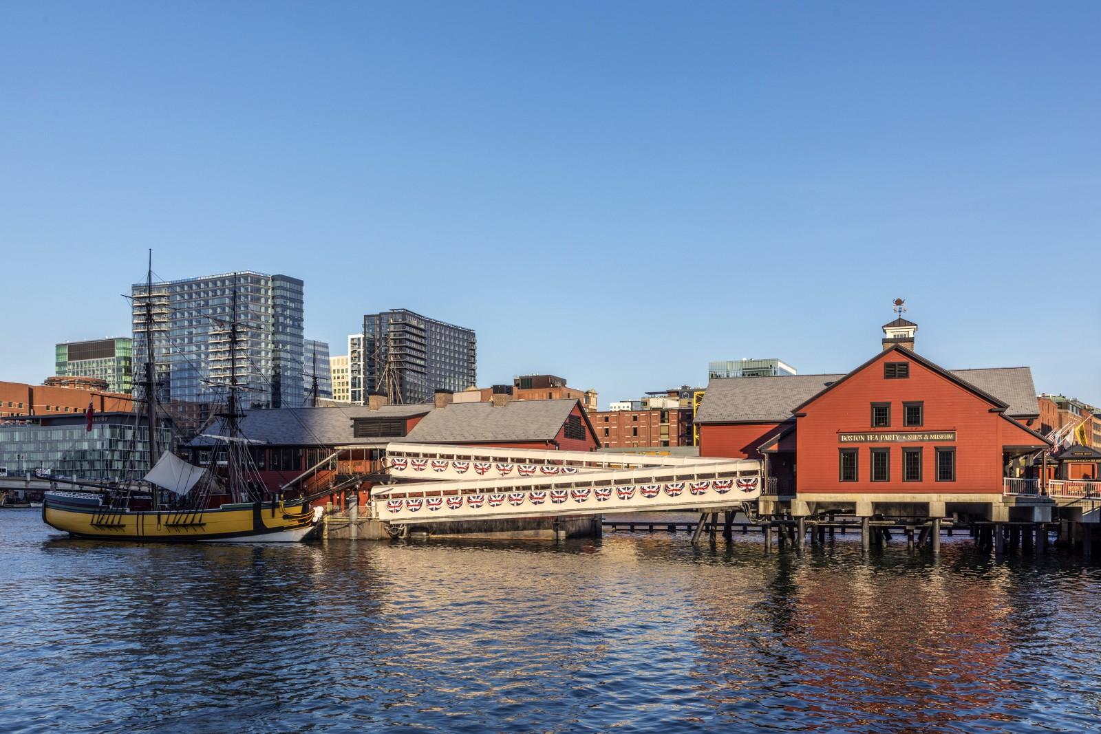 Das Boston Tea Party Ships & Museum gehört zu einem Besuch in der Hafenstadt einfach dazu. Nun werden vom Museum auch virtuelle Touren und Talks angeboten.