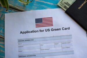Rund vier Prozent der Gesamtbevölkerung der USA sind Green-Card-Inhaber. Das entspricht fast 13 Millionen Personen.
