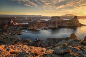 Der Stausee Lake Powell liegt im Grenzgebiet von Utah und Arizona.