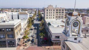 Santa Ana liegt etwa 70 Kilometer südöstlich von Los Angeles.