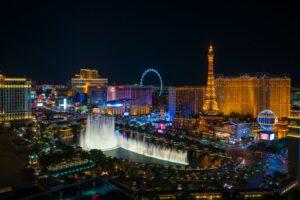 Circa 40 Millionen Touristen reisen jährlich nach Las Vegas. Viele von ihnen versuchen ihr Glück in den zahlreichen Casinos.