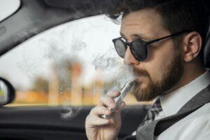 Das Dampfen im Mietwagen in den USA ist verboten.