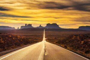Den Sonnenuntergang im Monument Valley genießen? Das ist auch bald wieder für Touristen möglich.